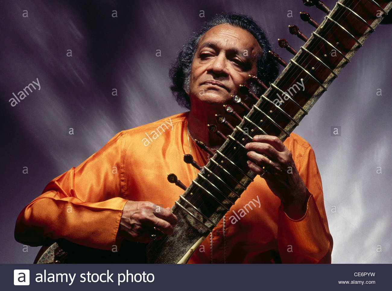 ravi-shankar-playing-string-musical-instrument-sitar-no-model-CE6PYW